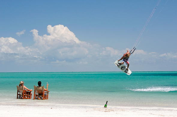Kite surfing at Cas Rex in Vilanculos.