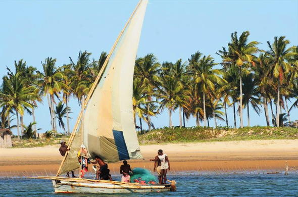 Sailing at Guiquindo Lodge in Inhambane.